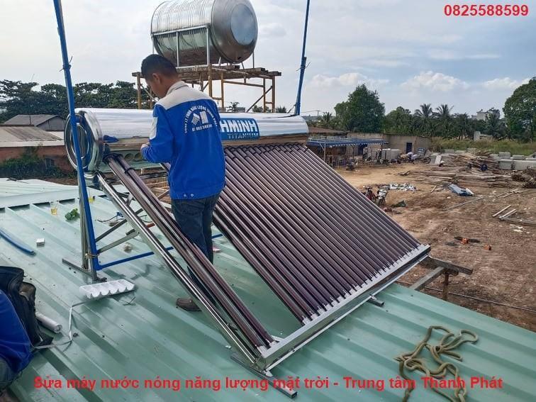 Sửa chữa hàn ống máy nước nóng năng lượng mặt trời